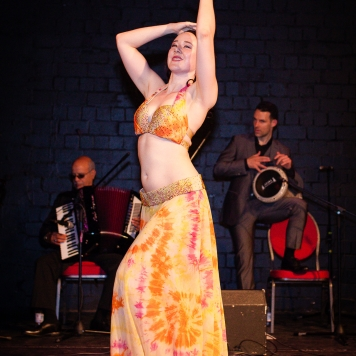 Siobhan performing to live music by Guy Schalom and the Baladi Blues Ensemble in Cologne, Germany, 2019.